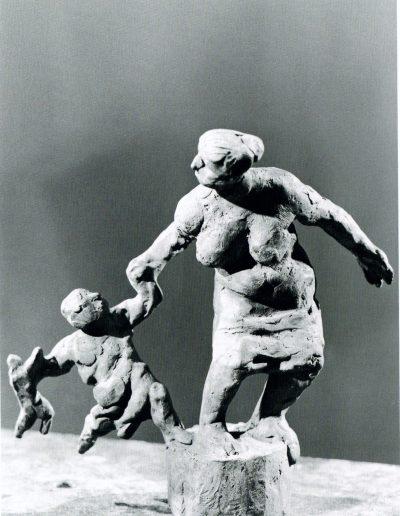 Bozzetto Mutter mit Kind und Puppe