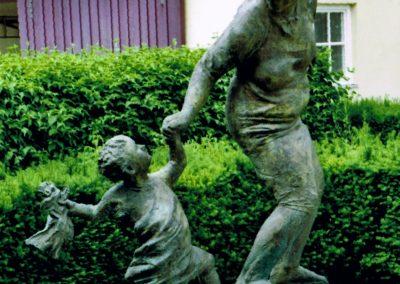 Möckmühl: Mutter mit Kind und Puppe