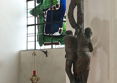 Aachen, St. Petrus: Kreuzigungsgruppe und Tabernakel