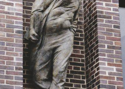 Brahms-Kontor: herauskommender Mann